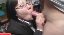 地味な市役所勤務女性を口説いて顔射